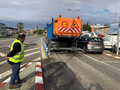 Dos camions del ministeri de Transporte, Movilidad  y Agenda Urbana reforcen la desinfecció de carrers de Pineda