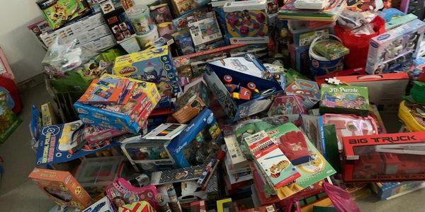 Èxit de la campanya de recollida d'aliments i joguines