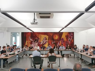 Regidores i regidors de Pineda empaquetaran  i ajudaran a repartir les més de 8.000 mascaretes  que es lliuraran als més de 4.000 nenes i nens  del municipi